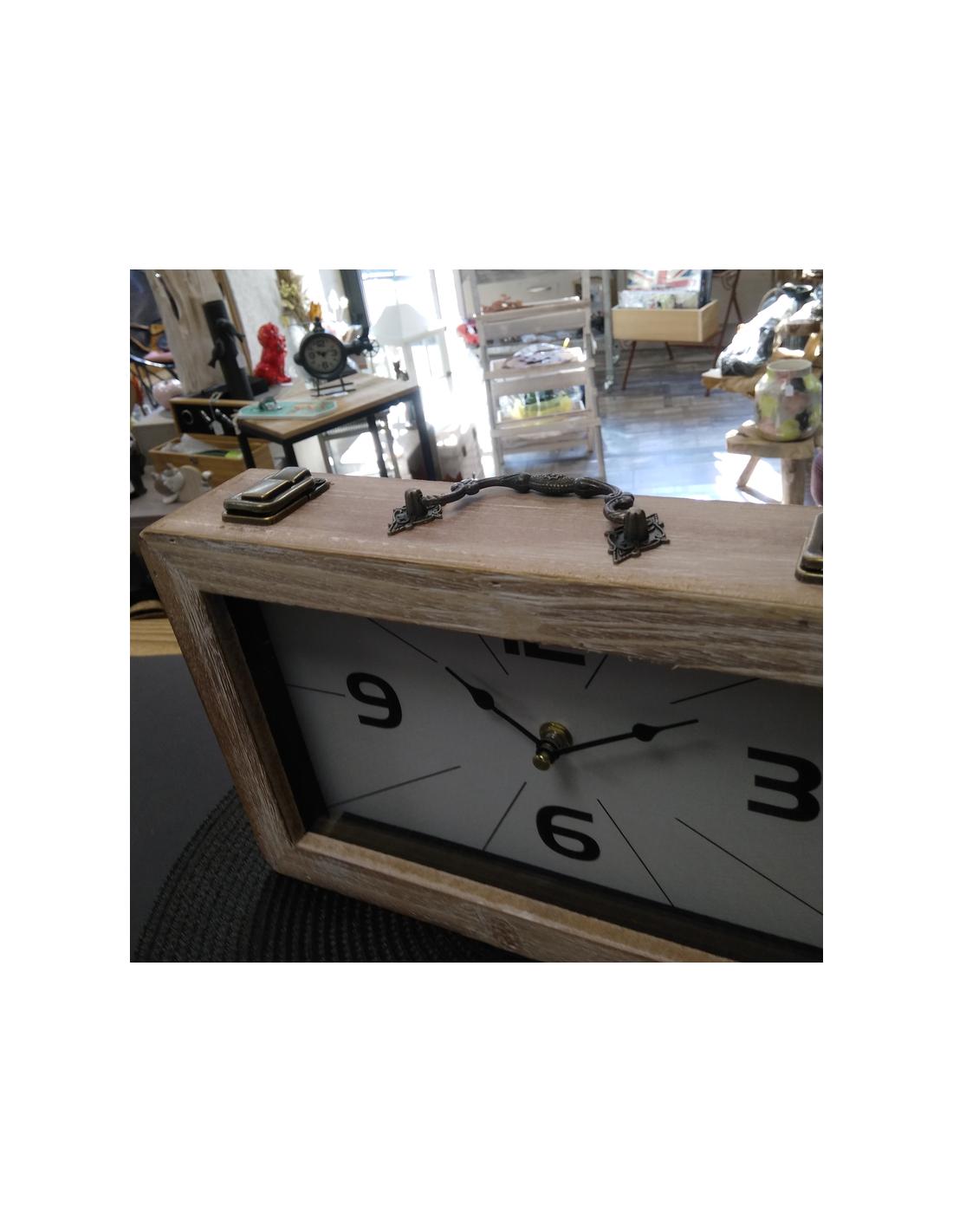 Belle Horloge De Table En Bois Avec Son Style Vintage